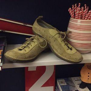 EUC Merrell Sporty Trail Shoe. Great Color!